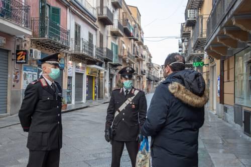 Coronavirus, negozi chiusi e strade deserte: viaggio nelle città blindate