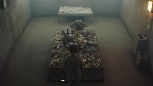 """Su Netflix, """"Il Buco"""": un grande film ma da evitare in quarantena"""