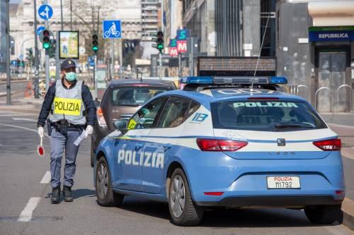 """La bimba telefona ai poliziotti: """"Grazie per il vostro lavoro, vi voglio bene"""""""