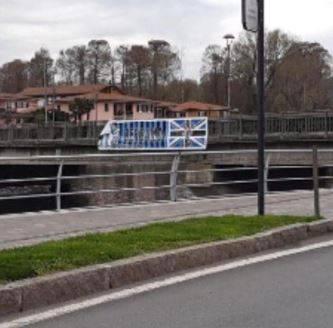 Coronavirus, atto vandalico a Sarnico: tagliato lo striscione di Atalanta e Brescia