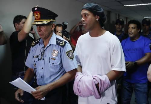 Ronaldinho, compleanno amaro: festeggia 40 anni in carcere