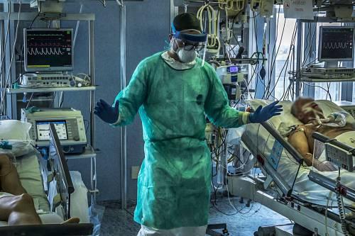 Coronavirus, il duro sfogo dell'anestesista 'Ecco le cause di tanti contagi'