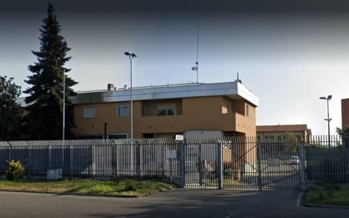 Milano, tentano di sfondare ingresso della caserma col carrello