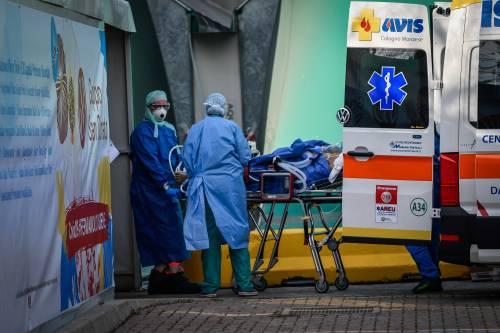 Coronavirus, rallenta la crescita dei contagi. Ma le nuove vittime sono 743