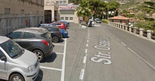 Straniero sputa contro medico e carabinieri, poi aggredisce i militari