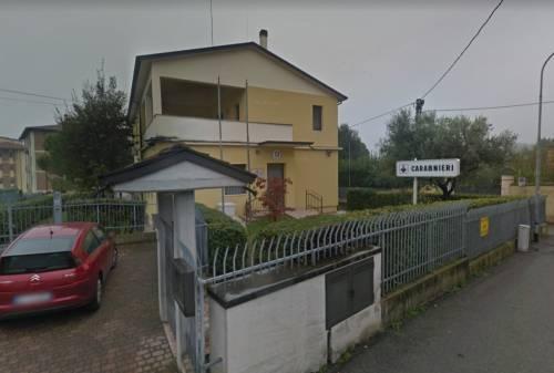 Mantova, in isolamento vuole uscire: botte a familiari e militari