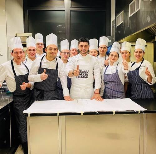 """I maestri dei fornelli in gara """"virale"""" con i piatti solidali"""