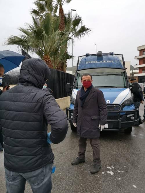 Messina, il sindaco si barrica nell'albergo con i passeggeri