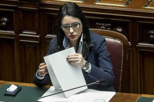 """""""Banchi divisori e visiere"""": così la Azzolina cambia"""