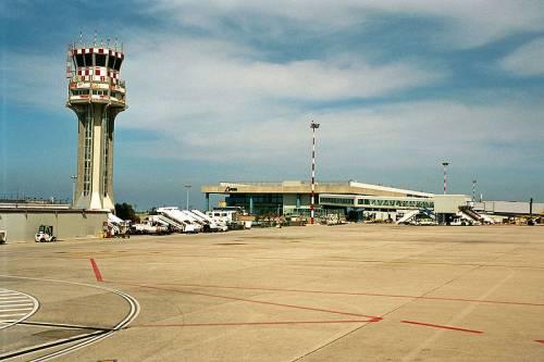 Panico sul volo Roma-Palermo: un caso sospetto blocca l'aereo