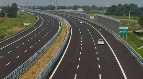 Tra Atlantia e governo è guerra: congelati investimenti su autostrade