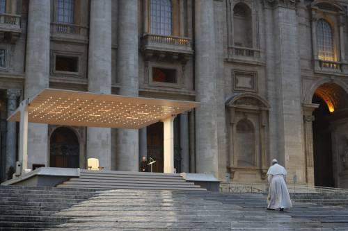 """Covid-19, il Papa: """"Dio non ci abbandoni nella tempesta"""""""