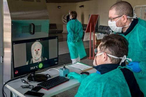 L'ultima mossa della Lombardia: contagi monitorati col cellulare