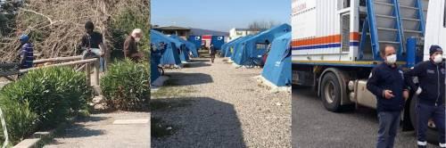 """""""Vogliamo i soldi, non il cibo"""": i migranti si ribellano alla Protezione Civile"""