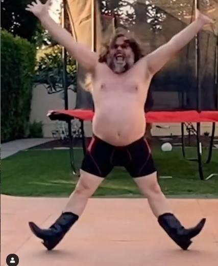 Jack Black balla a torso nudo su Tik Tok