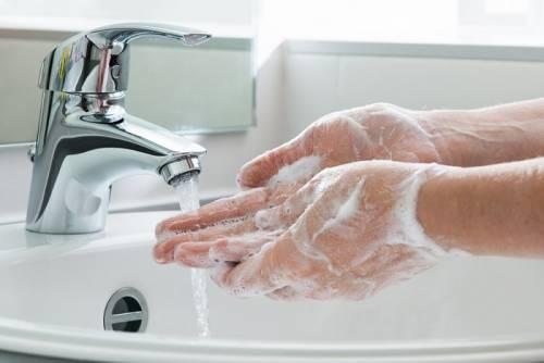 Il sapone distrugge il Covid grazie ad una molecola: ecco come agisce