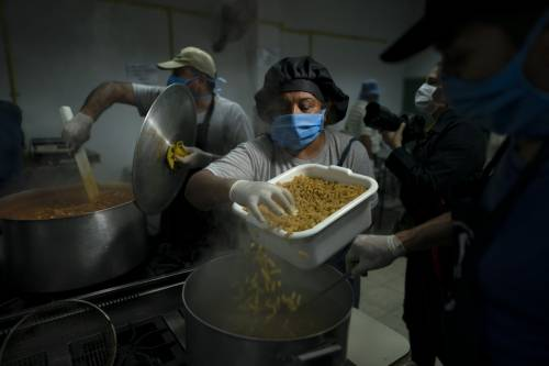 Bloccò l'export di mascherine, ora la Germania organizza treni speciali per la pasta