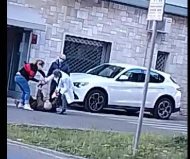 Lecce, medico aggredisce paziente di 87 anni
