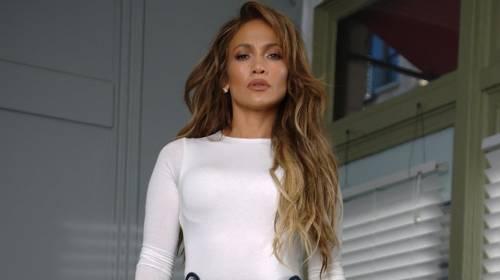 Jennifer Lopez in palestra non rispetta i divieti e scatena l'ira social