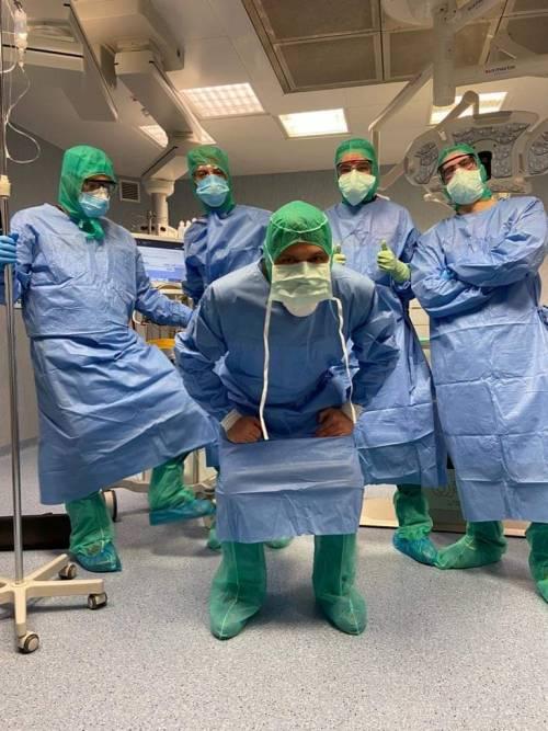 """Coronavirus, un infermiere: """"Così ci vestiamo per la"""