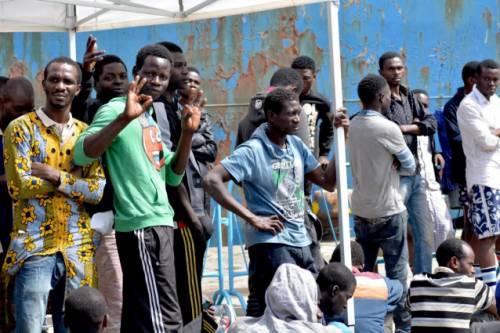 Minacce, botte e aggressioni: quei migranti fuori controllo