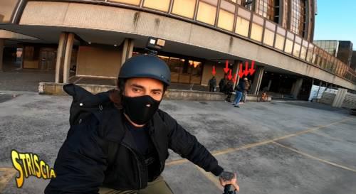 """Vittorio Brumotti torna sul luogo dell'aggressione: """"La mia"""