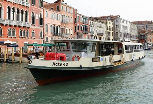 Venezia, due donne cadono dalla motonave e muoiono annegate