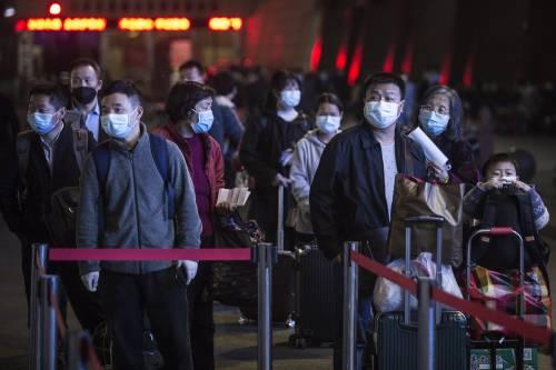 Cina, zero ricoveri a Wuhan. Arriva il galateo anti virus
