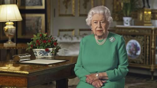 """Il """"codice"""" con la borsa che può salvare la Regina"""