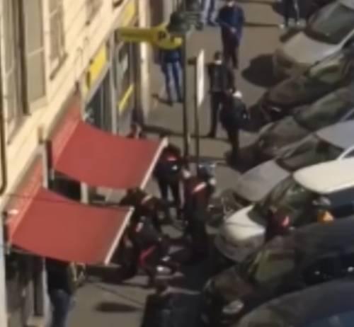 Torino, paura alle poste: senegalese aggredisce utenti e carabinieri