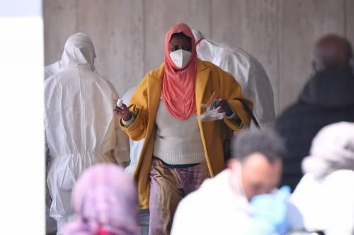 Il Selam palace isolato dall'esercito: screening a tappeto sui migranti 3