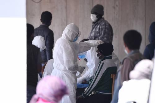 Il Selam palace isolato dall'esercito: screening a tappeto sui migranti 4
