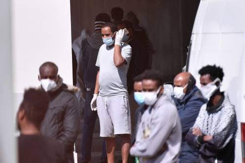 Il Selam palace isolato dall'esercito: screening a tappeto sui migranti 10
