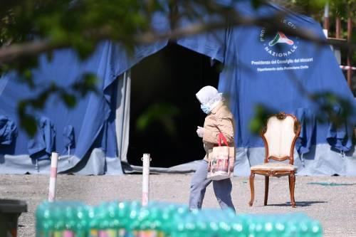 Il Selam palace isolato dall'esercito: screening a tappeto sui migranti 15