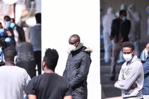 Il Selam palace isolato dall'esercito: screening a tappeto sui migranti 16