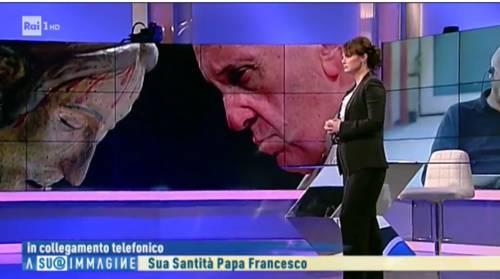 """Il Papa e la telefona in tv: """"Penso ai crocifissi della pandemia"""""""