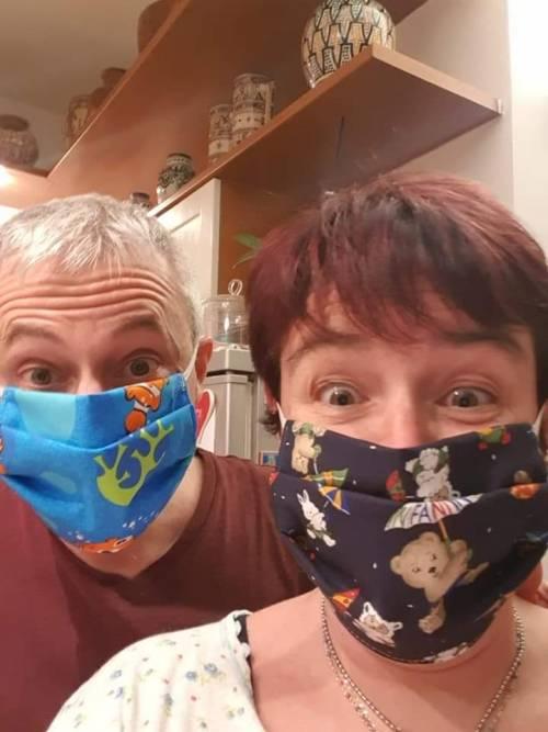 Liguria, sindaco cuce più di mille mascherine in un mese