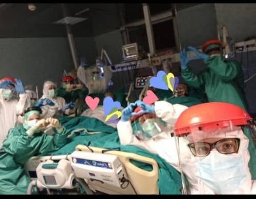 Nozze d'oro in ospedale: infermiera organizza festa per i coniugi