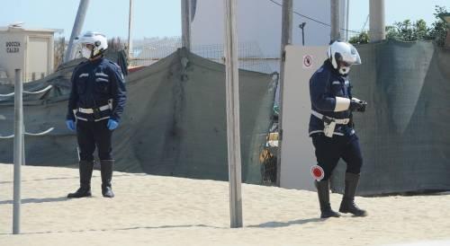 Runner abbassa i pantaloni davanti alla polizia, bloccato e denunciato
