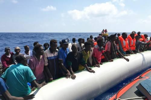 Non si fermano le partenze: 47 migranti in difficoltà in un barcone
