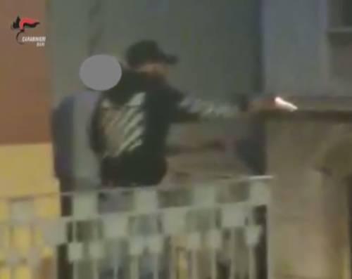 Bari, rider vicino a un'auto: gli sparano dal balcone