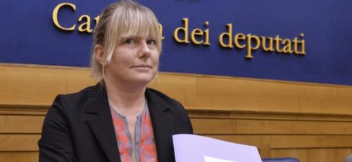 """Deputata ex M5S fermata sulla Roma-Ostia: """"È per lavoro"""". Ma scatta la multa"""