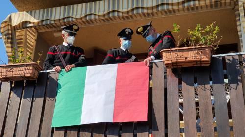 Perugia, 90enne chiede ai carabinieri tricolore da esporre in balcone