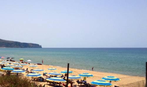 Gli ombrelloni col box: come cambierà l'estate