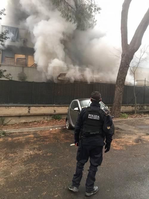 La rivolta dei migranti a Torre Maura: fuoco nel centro d'accoglienza 5