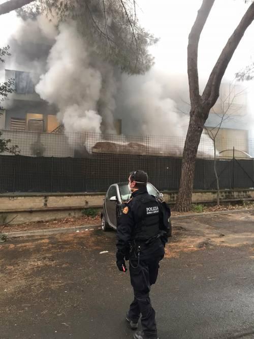 La rivolta dei migranti a Torre Maura: fuoco nel centro d'accoglienza 6