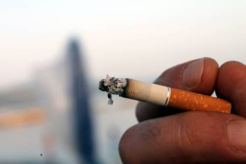 """""""Nicotina protegge"""", """"Pericolo"""". Lo studio su sigarette e virus"""