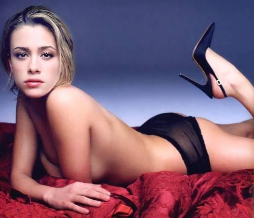 Martina Stella, super sexy in reggiseno fa uscire di testa i fan