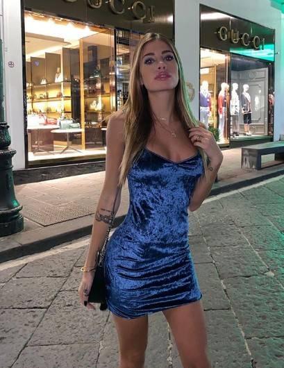 Chiara Nasti in bikini sui social 8