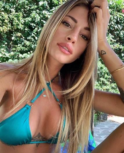 Chiara Nasti in bikini sui social 2